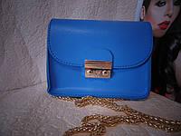 Синяя сумка с цепочкой