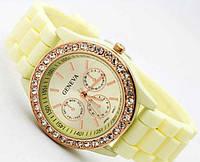 Годинник жіночий Geneva зі стразами, бежево-лимонний / Часы женские Женева со стразами, бежево-лимонные