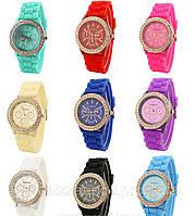 Стильные часы в расцветках