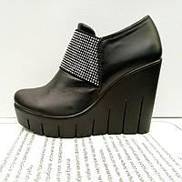 Туфли на танкетке кожаные, черные