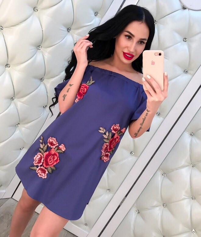 Трапециевидное платье с открытыми плечами