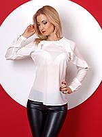 Женская блуза с длинным рукавом белого цвета с рюшами. Модель 386.