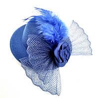 Женская мини шляпка заколка с розочкой и перьями синяя, фото 1
