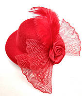 Женская мини шляпка заколка с розочкой и перьями красная