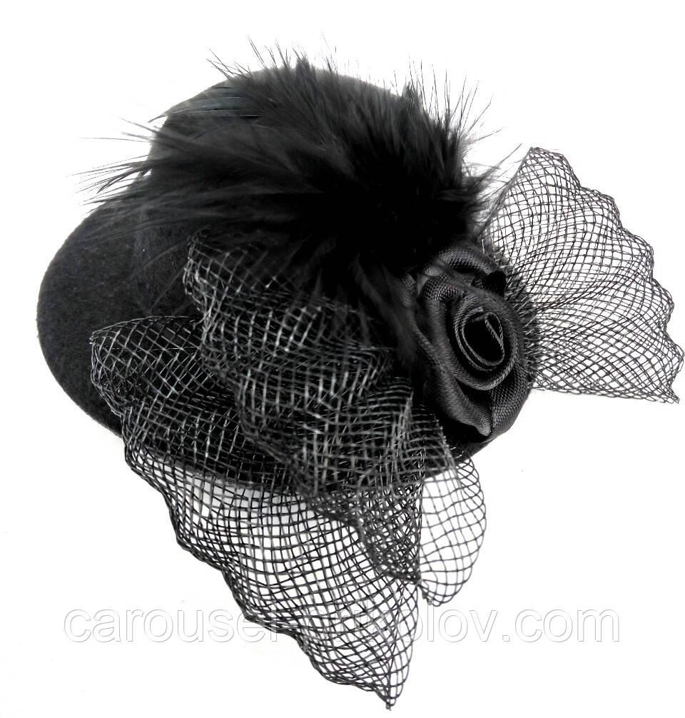 Женская мини шляпка заколка с розочкой и перьями чёрная