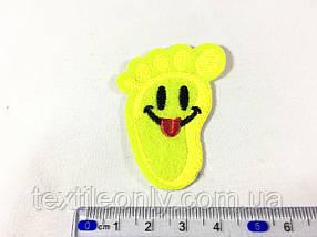 Нашивка смайлик пятка желтый