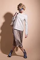Стильная женская рубашка с треугольным вырезом бежевого цвета
