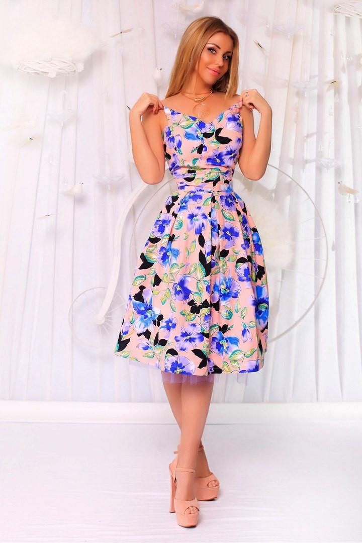 Платье в цветы с пышной юбкой