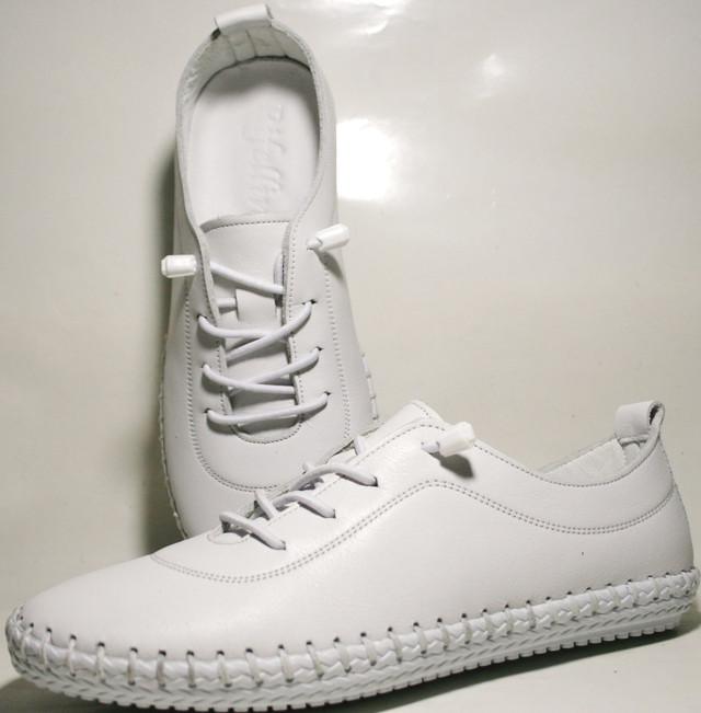 97058b1ce Изначально это была национальная обувь американских индейцев, хотя, и  многие другие народы издревле носили нечто подобное.