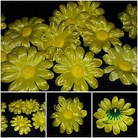 Ярко-желтая ромашка - искусственные цветы, диам. 7 см., 7 шт. в упаковке, 10 гр.