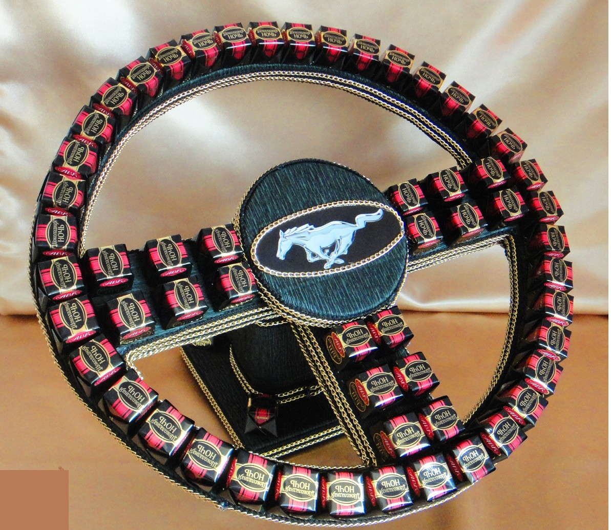 Руль из шоколадных конфет