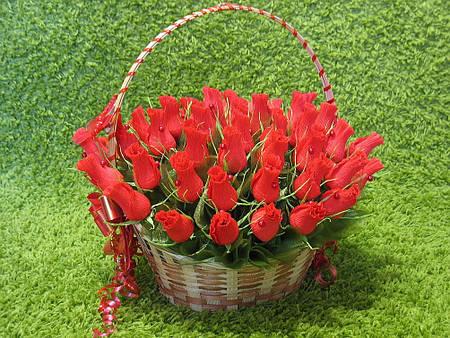 "Корзина роз из конфет ""Юбилейная"" 35 роз"