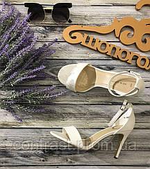 Романтичные босоножки с гладкой кожаной фактурой на удобной шпильке  SH1238