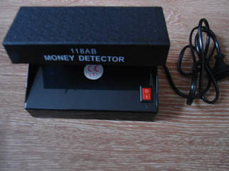 Ультрафиолетовый детектор валют «AD-118AB» работает от сети и от батареек
