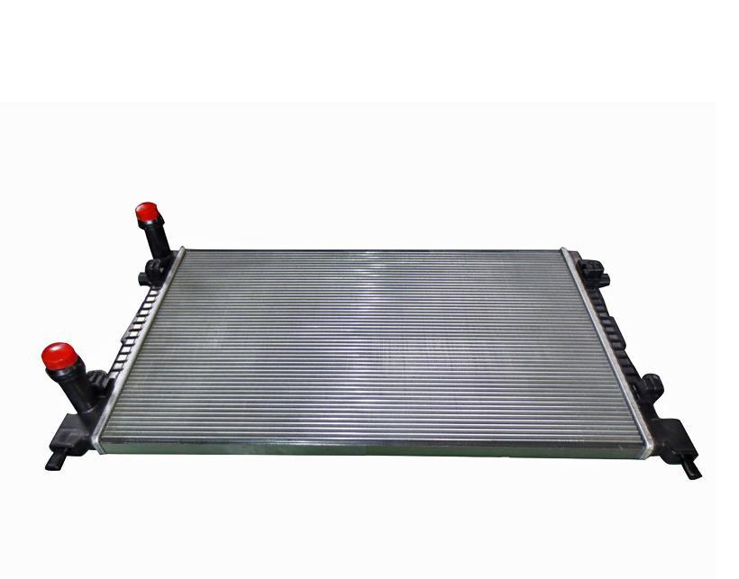 Радиатор охлаждения Fiat Doblo 2001- (1.9D-JTD) 650*415мм по сотах KEMP