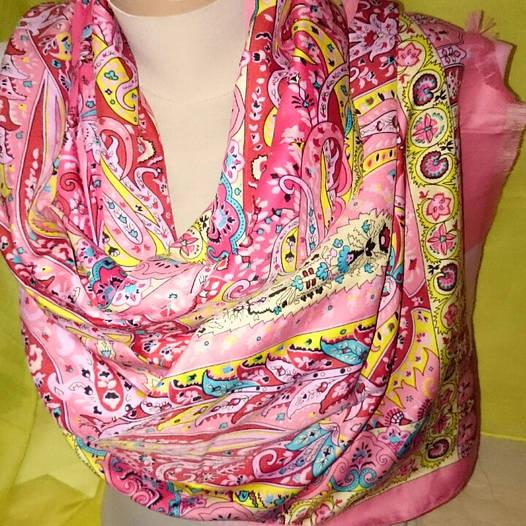 Палантин шёлк розового цвета с растительностью