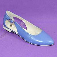Женские кожаные туфли-балетки с острым носочком. Цвет голубой