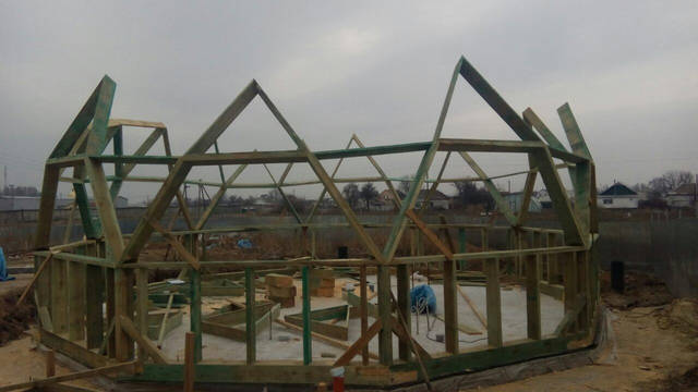 Сборка триад каркаса купольного дома диаметром Ø 10 метров Состояние на 10 марта 2017
