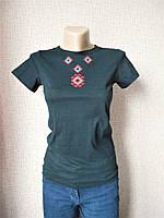Черная футболка со славянской вышивкой