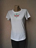 Белая футболка с розами