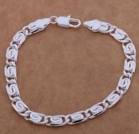 Стильный браслет плетенный