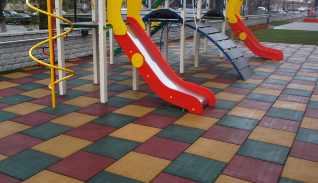 Травмобезпечні гумові покриття для дитячих майданчиків