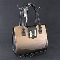Женская лаковая сумка каркасная бежево-черная