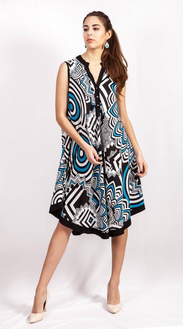 фотография женское летнее платье без рукавов