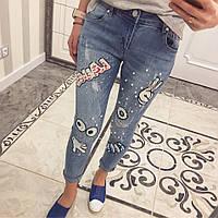 Женский  рваные джинсы с аппликациею