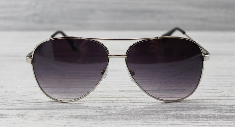 Женские фигурные солнцезащитные очки в интересной оправе