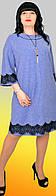 Модное женское платье-трапеция с черной гипюровой отделкой