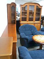 Мебель в кабинет: два комода и две витрины