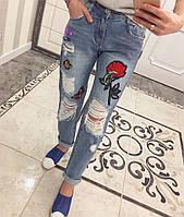 Стильные женские джинсы с аппликацией, фото 1