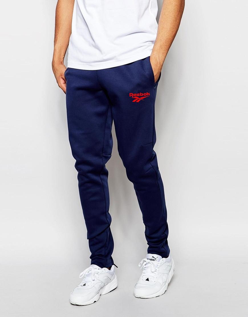 Мужские спортивные штаны Reebok т.синие с красным принтом