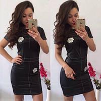 Эффектное облегающее кожаное платье с вышивкой, короткий рукав