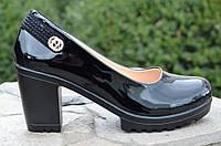Туфли женские на удобном каблуке лаковые черные. Со скидкой