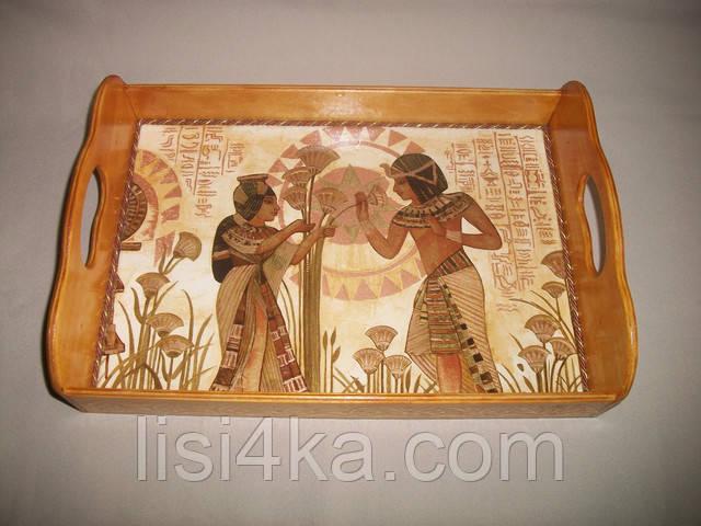 Деревянный малый поднос с египетскими мотивами золотистого цвета