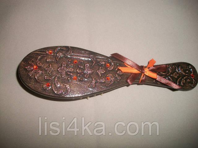 Деревянная расческа-щетка бронзового цвета