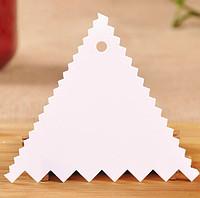 Скребок кондитерский  треугольный зубчатый для торта
