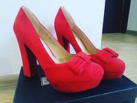 Женские красные туфли замшевые на толстом каблуке