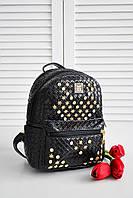 Черный рюкзак из кожзама с золотистой фурнитурой