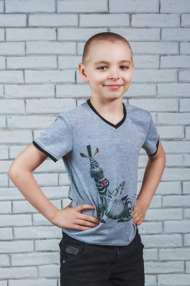 Стильная футболка для мальчика с печатью серая