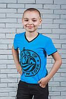 Стильная футболка для мальчика с печатью голубая