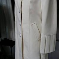 Белое  кашемировое    пальто  очень красивое