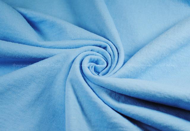 Небесно-голубая классическая футболка
