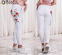 Стильные белые женские джинсы с вышивкой. полубатал