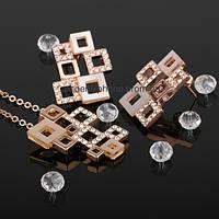 Комплект в обворожительном дизайне: Кулон с цепочкой и серьги с кристаллами Swarovski (600480)