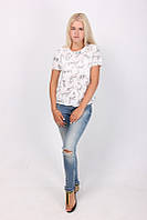 Легкая повседневная футболка в белом цвете  из хлопка