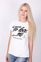 Повседневная футболка в белом цвете с черным рисунком на груди