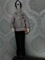Кукла  Винодел. В руках держит бокал и кувшин с вином.